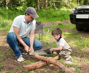father-son-cut-wood-16305536