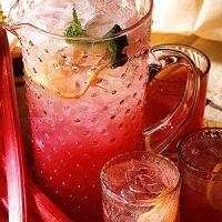 Napravite limunadu na malo drugačiji način pomoću ribizle ili  jagode!