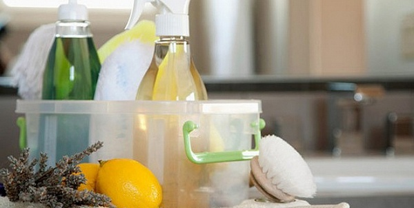 home-made-natural-cleaning-products-640x352