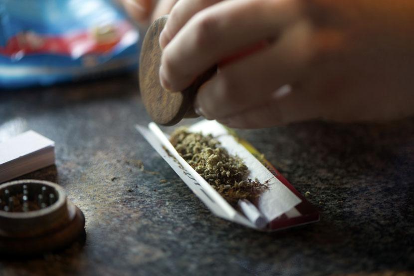 Marihuana-rolanje-duvanje-2
