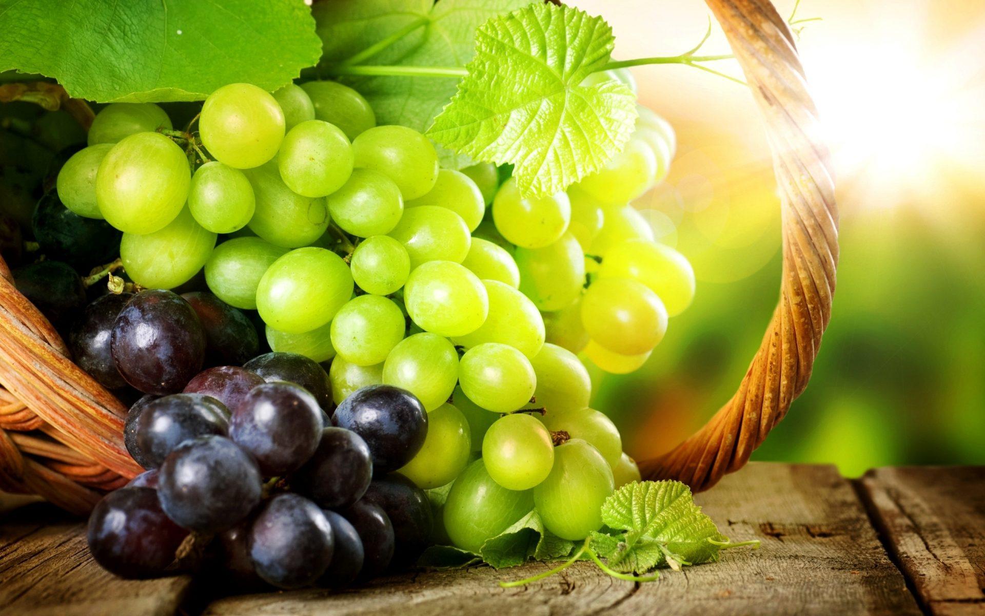 grozdje-na-mizi