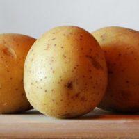 Rešite se sedih vlasi uz pomoć kore krompira